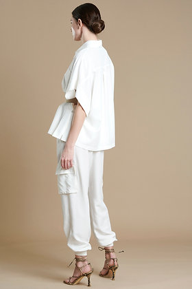 Avant Garde white pants with pockets and hose ending