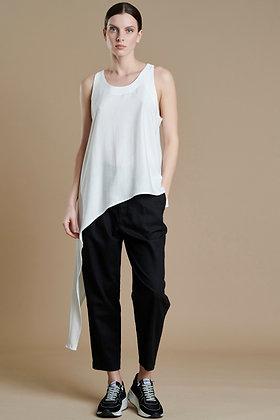 Avant Garde white asymmetric top with part shoulders S21729