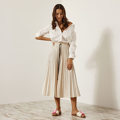 Access pleated long skirt in vanilla colour