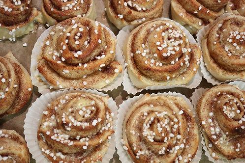 12 Kanelbullar (12 Cinnamon buns)