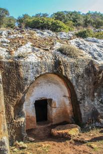 מערת קבורה יהודית בסומקה.jpg