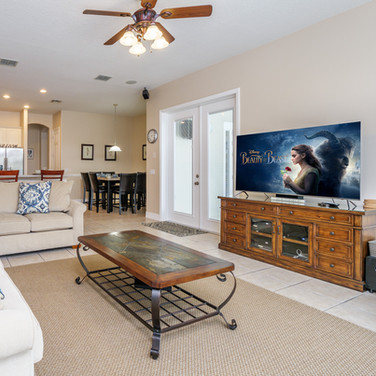 Family room with view over pool and lake