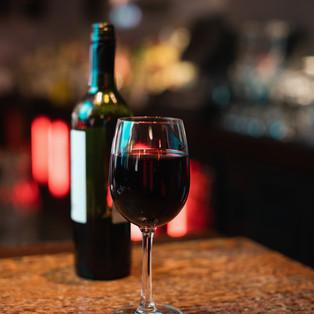 glass-red-wine-bar-counter.jpg
