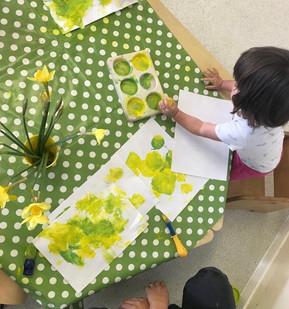 painting daffodils.JPG