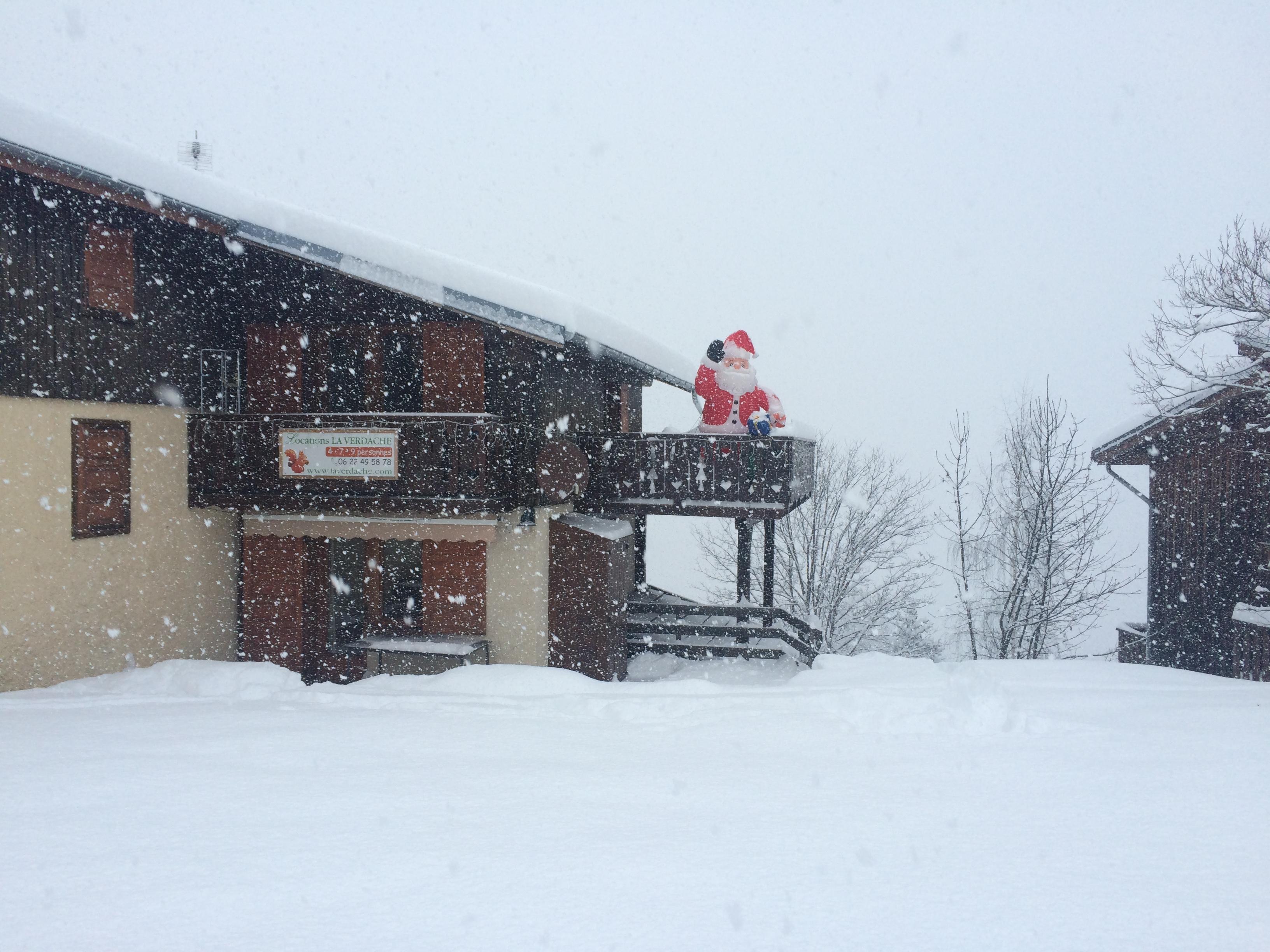 . . . le Père Noël sous la neige  .