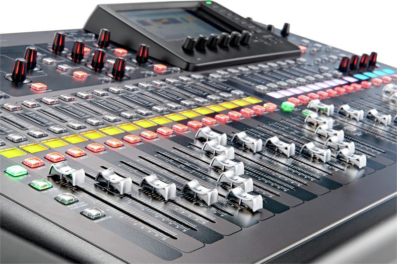 BEHRINGER X 32 LOCATION PARIS 14