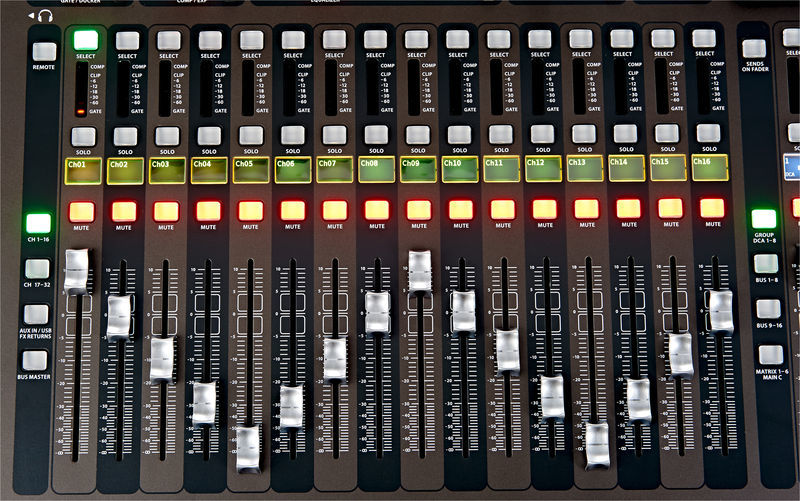 BEHRINGER X 32 LOCATION PARIS 12