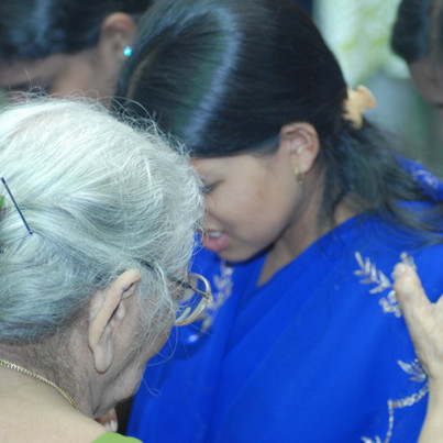 OLDER WOMEN TEACHING AND SUPPORTING YOUNGER WOMEN COMPLETING IWILL M.T. TRAINING