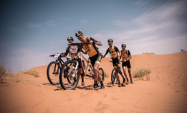 Titan Desert etapa 6, alex roca, victor roca, jose campillo y eduardo ramos en el desierto de marruecos
