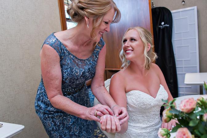 Cincinnati best most affordable wedding photographer Tammy Bryan highlight picture from Catherine & Josh wedding - 1