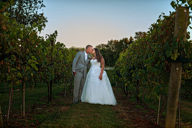 Cincinnati best most affordable wedding photographer Tammy Bryan highlight picture from Brooke & Duston wedding – 31