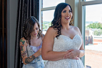 Cincinnati best most affordable wedding photographer Tammy Bryan highlight picture from Brooke & Duston wedding – 2