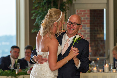 Cincinnati best most affordable wedding photographer Tammy Bryan highlight picture from Catherine & Josh wedding - 25