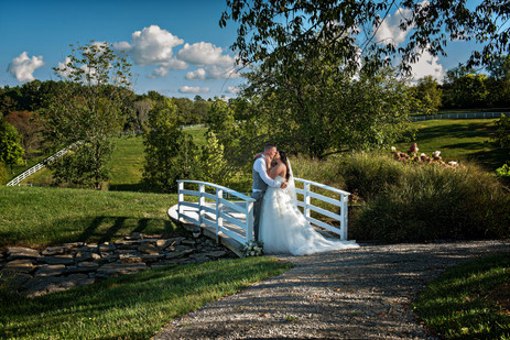 Cincinnati best most affordable wedding photographer Tammy Bryan highlight picture from Brooke & Duston wedding – 28