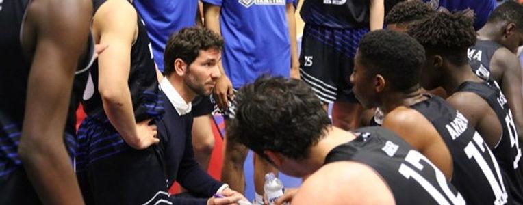 coach%20basketball-team-recieving-coachi