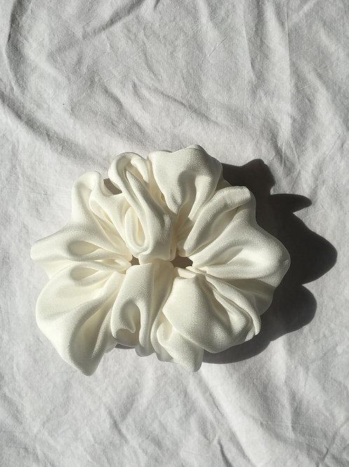 Big Bridal Scrunchie aus HeavySeidencrepe