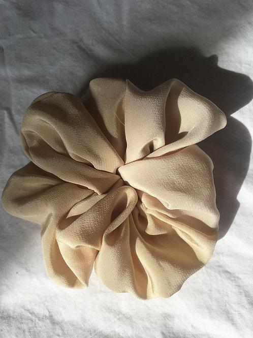 Scrunchie Haarband aus Seide beige-rosé