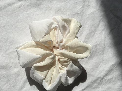 Scrunchie Haarband aus Seide ivory-creme