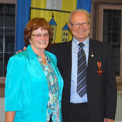 Dieter Kosch wurde mit dem Bundesverdienstkreuz am Bande ausgezeichnet