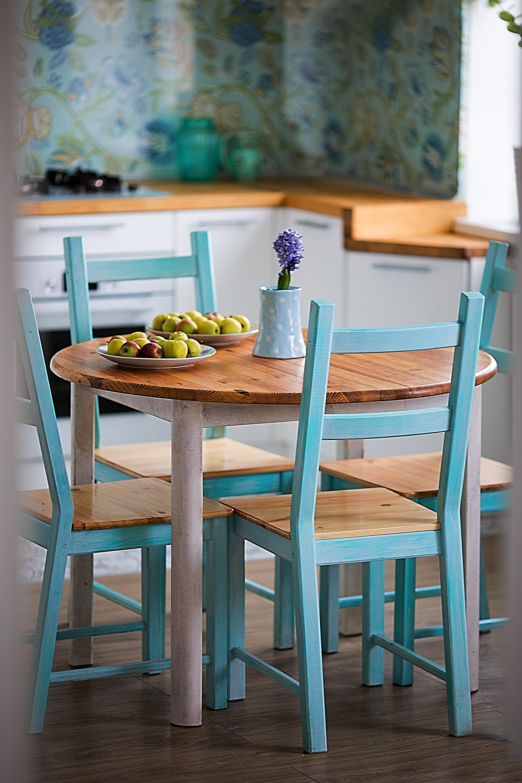 Красим деревянную мебель