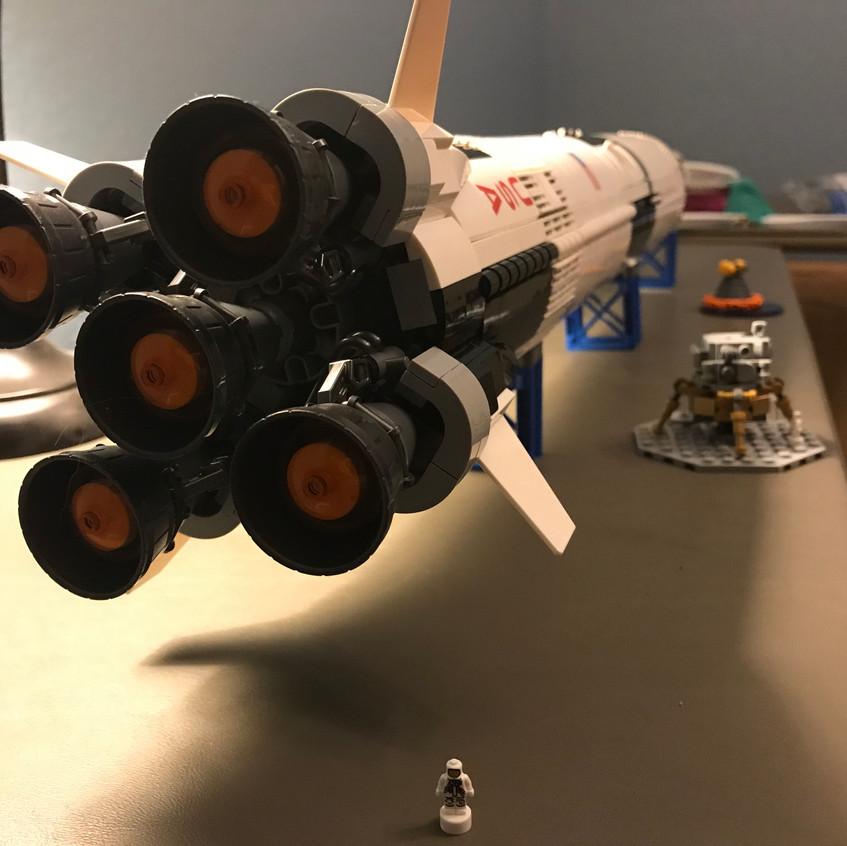 2017_12.25 - LEGO Saturn V - complete 2