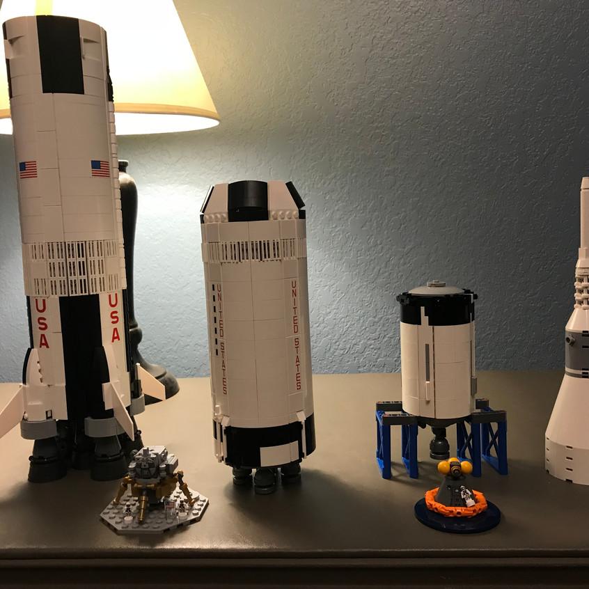 2017_12.25 - LEGO Saturn V - complete 3