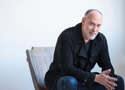 Marc-Cohn-Sitting.jpg