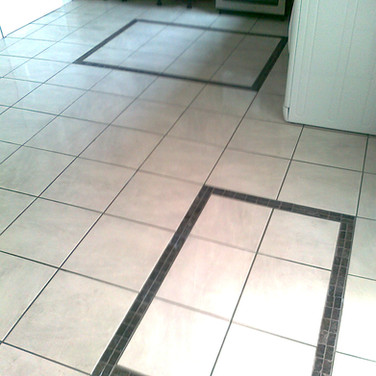 Floor tiling with offset mosaic features