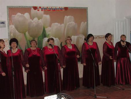 Белогорьевцы поздравили жительниц Витебского сельского поселения с Днем матери