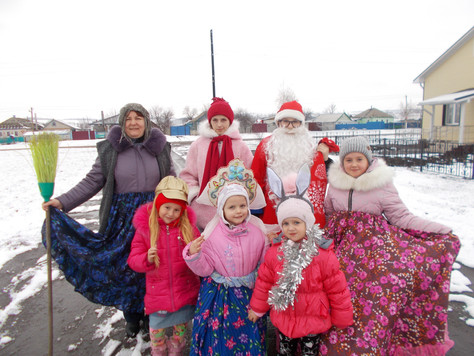 Дети поздравили жителей Большедмитровского поселения с Рождеством колядками