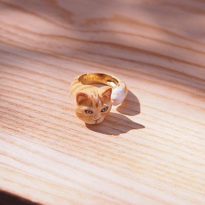Cat Hugging Finger Ring,Yellow