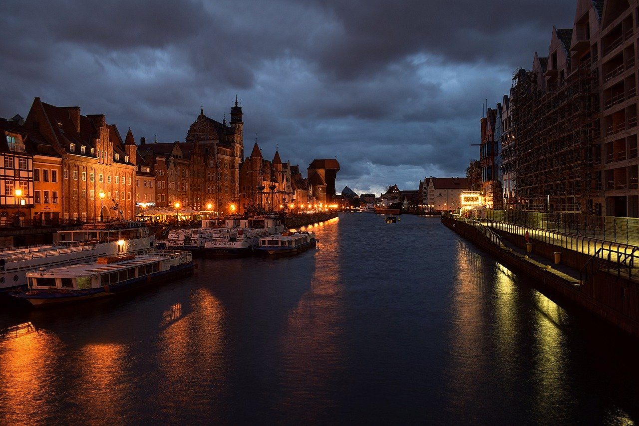 The Long Embankment in Gdańsk at night