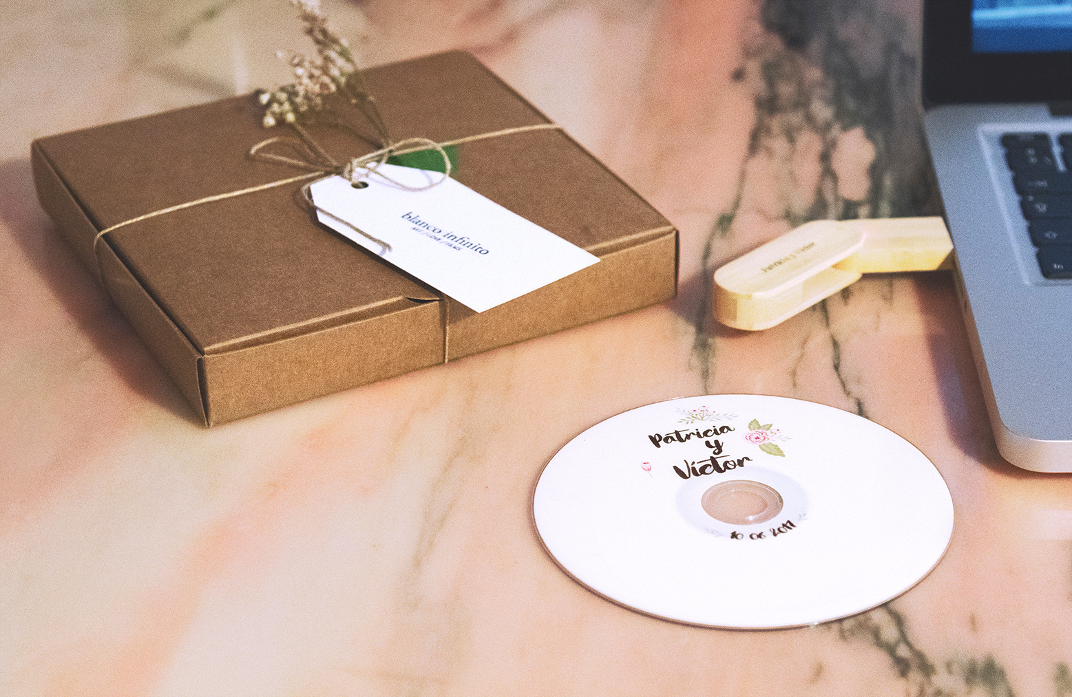 Pendrive con vídeo de boda dvd y caja personalizada