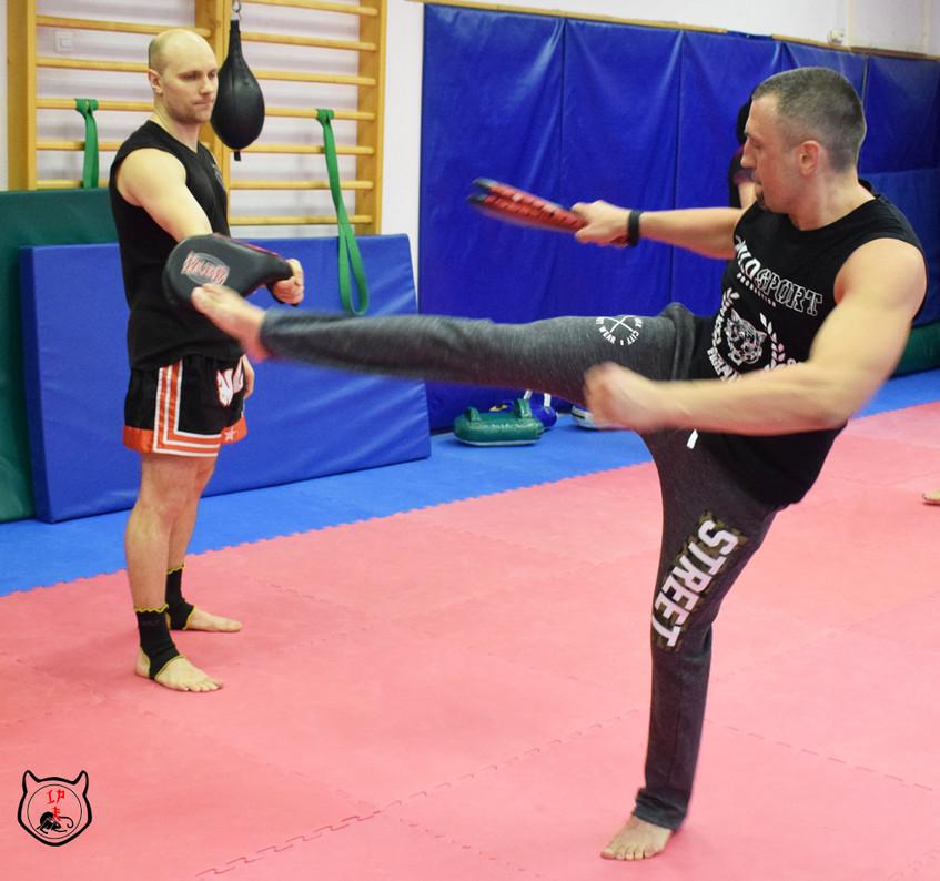 Удары ногами в тайском боксе