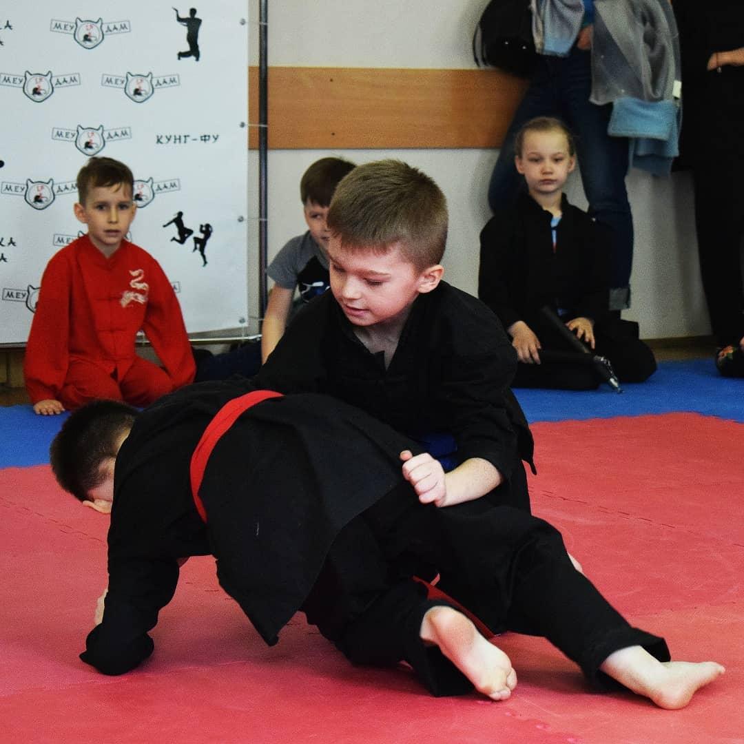 борьба на коленях для детей