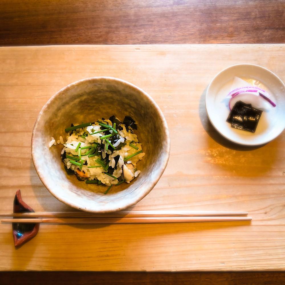 わかめとムール貝の汁飯