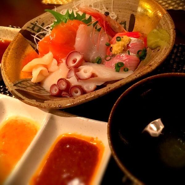 函館開陽亭のお刺身盛り合わせ 〜お醤油と2種類のタレで〜