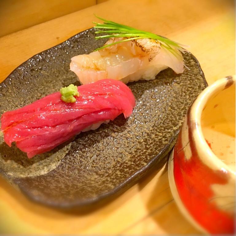 白身と赤身の寿司