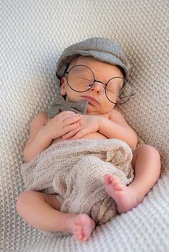 Et ainsi va la vie, Vu d'un autre oeil vous propose des photos de nouveau-né unique à Malesherbes et ses alentours. contactez moi !