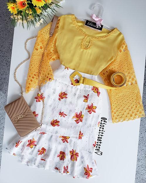 Blusa amarela manga guipir