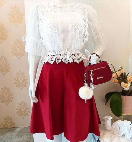 Blusa branca detalhes guippir e tule