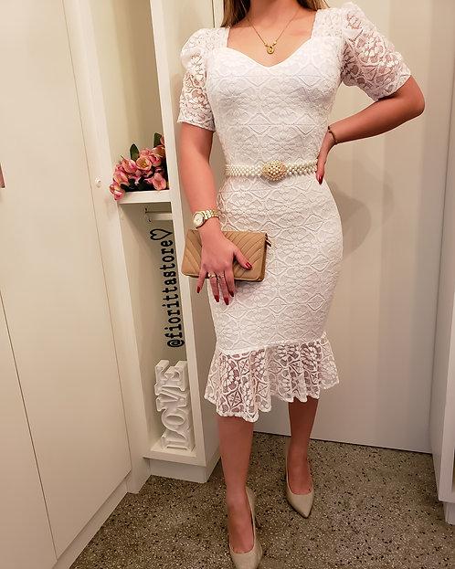 Vestido branco renda peplum manga princesa
