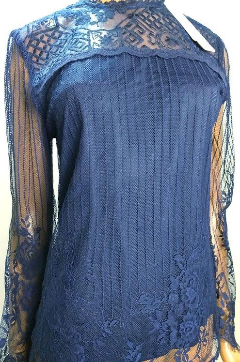 Blusa azul royal detalhes em renda.