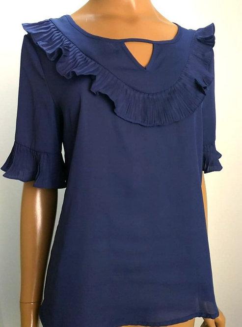 Blusa azul marinho, detalhes em plissado.