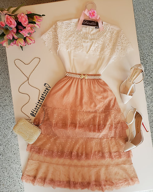 Blusa off white detalhes guipir & perolas
