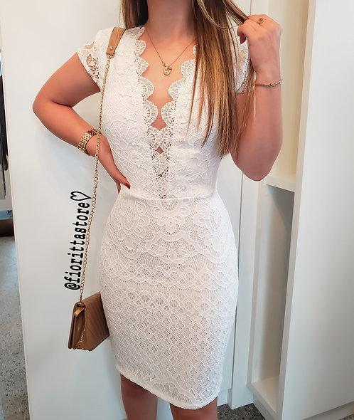 Vestido branco tubinho detalhes guipir