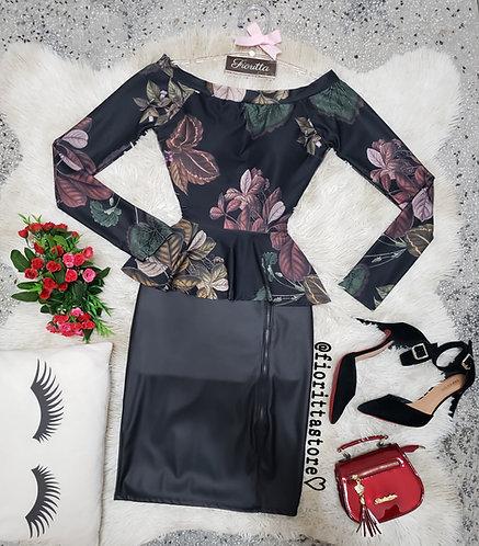 Blusa floral fundo preto peplum