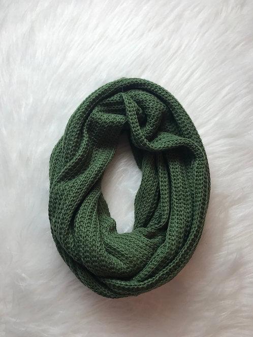 Gola tricô verde militar.