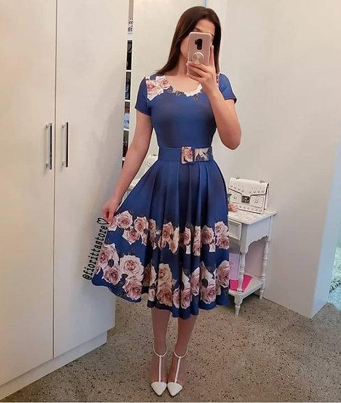 Vestido fundo azul com flores
