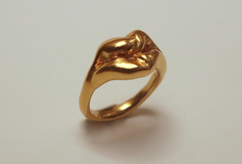 Lips Ring in gold X ALICE BLOOMFIELD